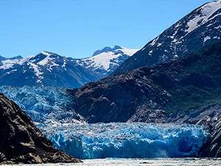 阿拉斯加的万年冰川与极光