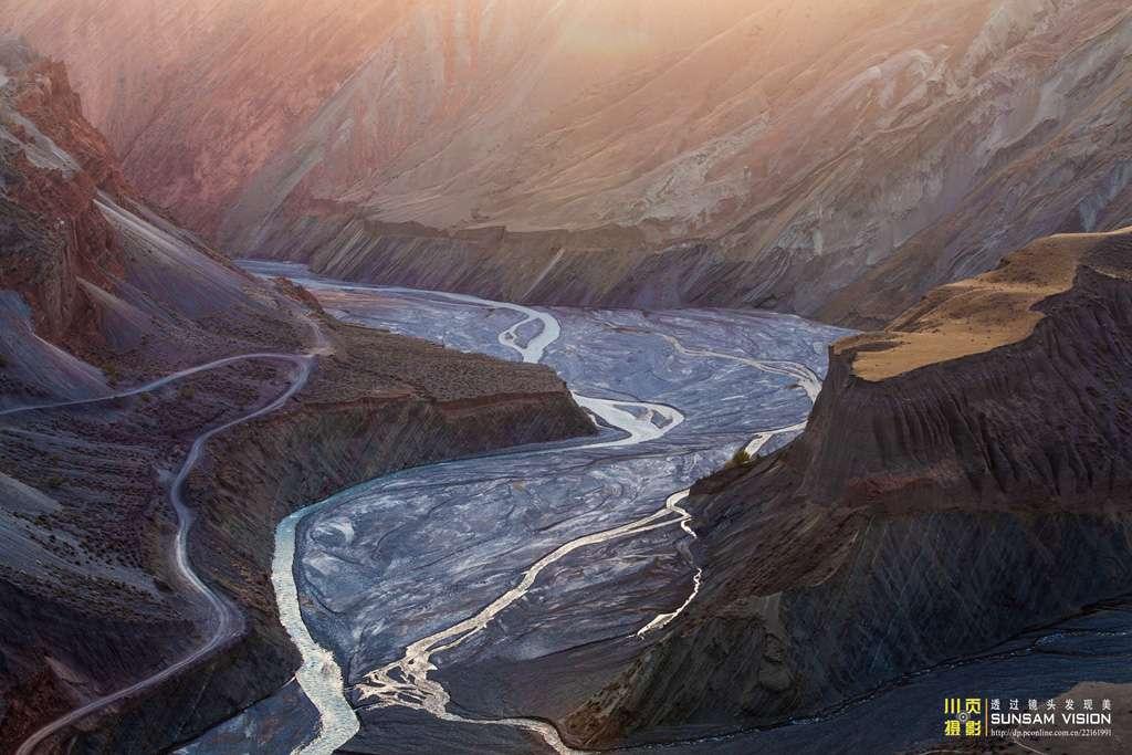 安集海大峡谷美丽风景摄影