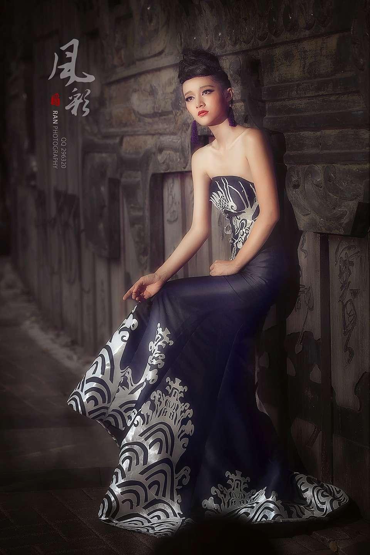 黑色礼服彰显个性风彩