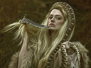 黑童话里的魔幻森女