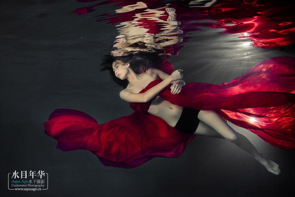 高清水下人像摄影