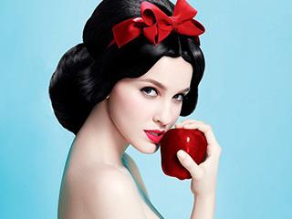 童话故事的美女展现完美人体艺术