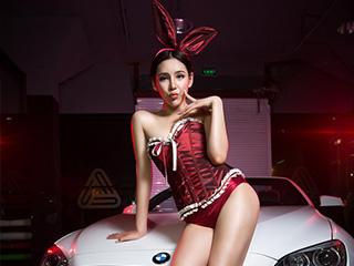 性感美腿香车美女兔女郎