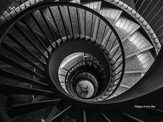 黑白摄影旋转楼梯展现线之韵之美
