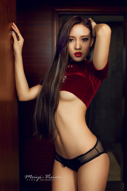性感销魂米娜私房写真摄影