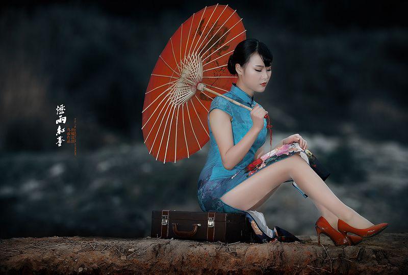 《烟雨红尘》旗袍美女摄影欣赏