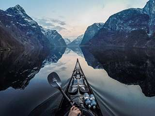 独木舟上的壮美挪威风光