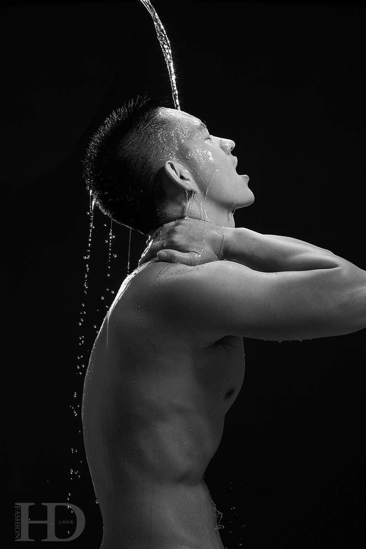 浴中的男人