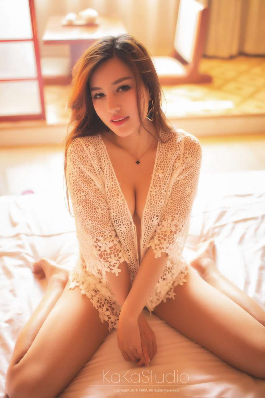 暖暖的恬静美女图片