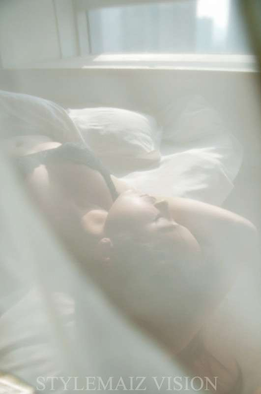 Lite轻亲的一个吻私房写真图片