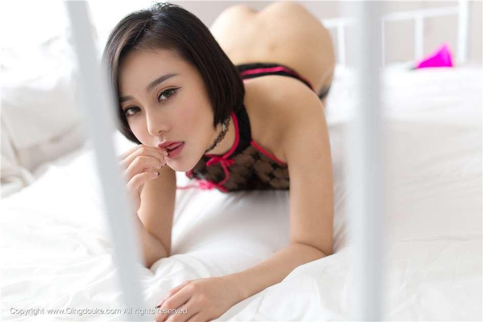 90后短发美女吴雨婵网袜私房写真