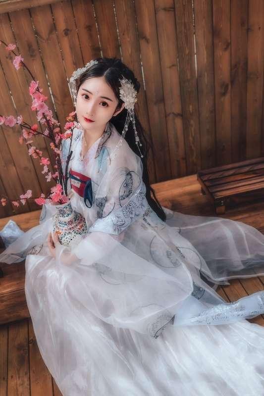 《云想衣裳花想容》古装摄影