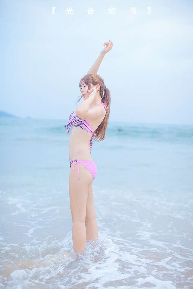 阳光沙滩性感美女高清写真图片