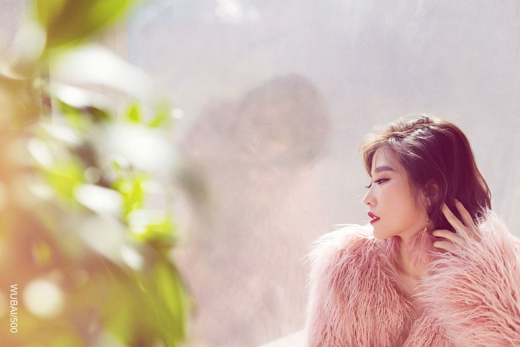 粉色梦幻皮草女郎性感唯美写真