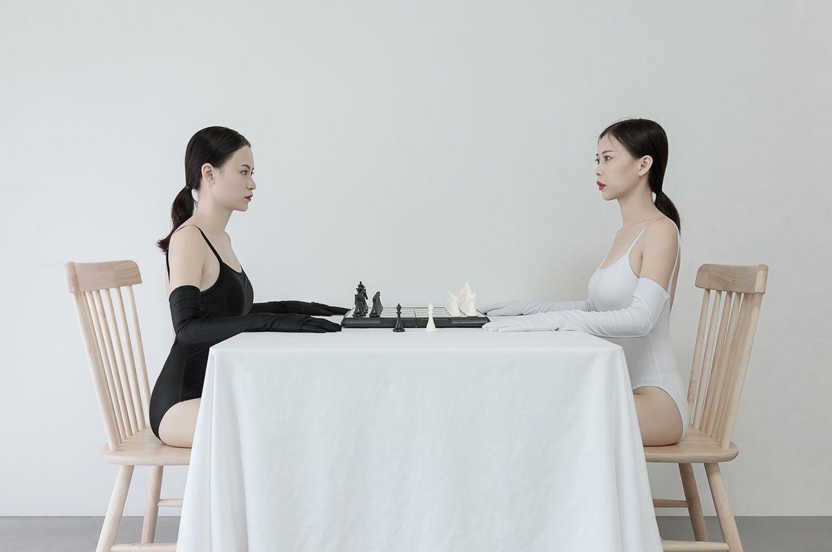黑与白的双人<a href='http://www.chinaart8.com/syzt/rxsy/rtys/index1.html' target='_blank'><u>人体艺术</u></a>