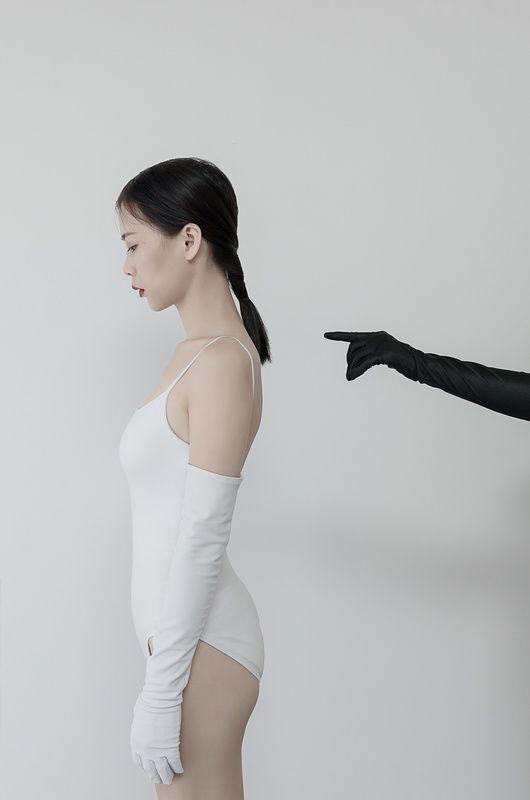 黑与白的双人人体艺术