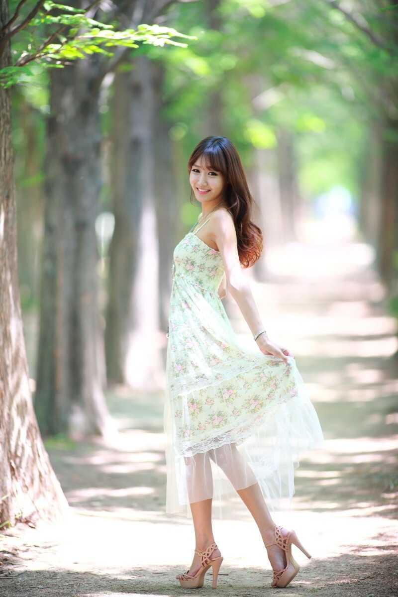 清新气质美女性感优雅写真图片