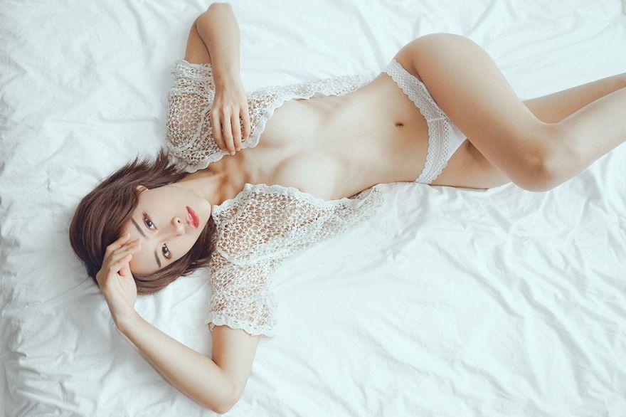 她的夏日时光我透过网纹看你