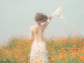 《雾散梦醒》裸奔在花丛中人体艺术图片欣赏