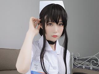 小姐姐白银COSPLAY长发小护士美女图片