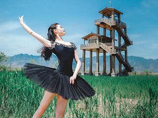 野鸭湖公园里的芭蕾女孩摄影作品欣
