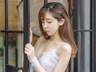 漂亮小姐姐《白衣圣女》美女图片