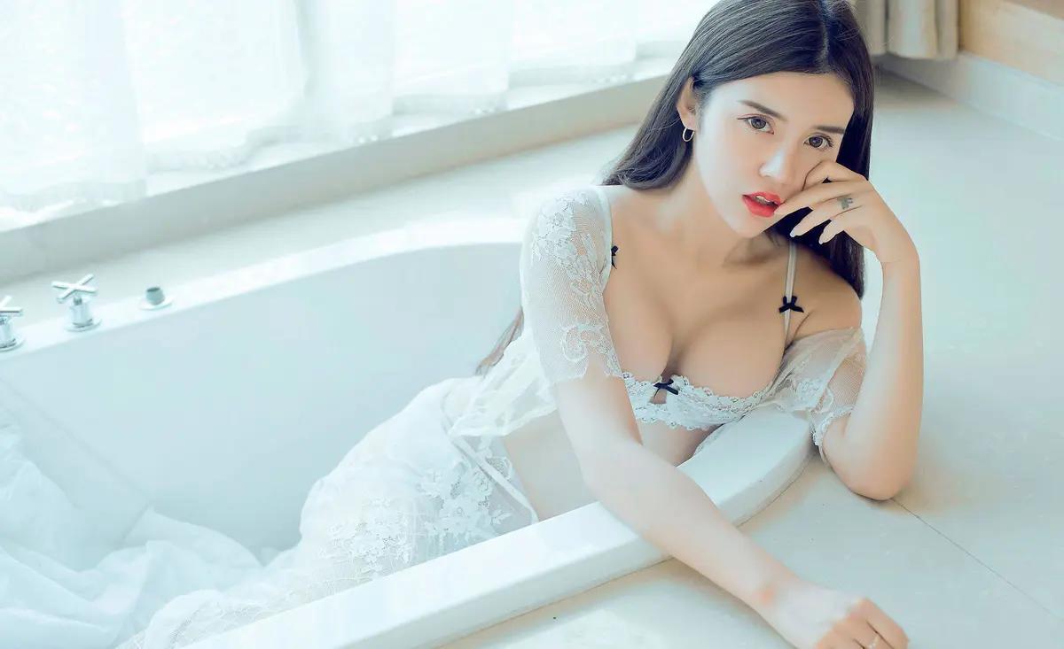 超白皙邻家美女白嫩身材性感私房写真