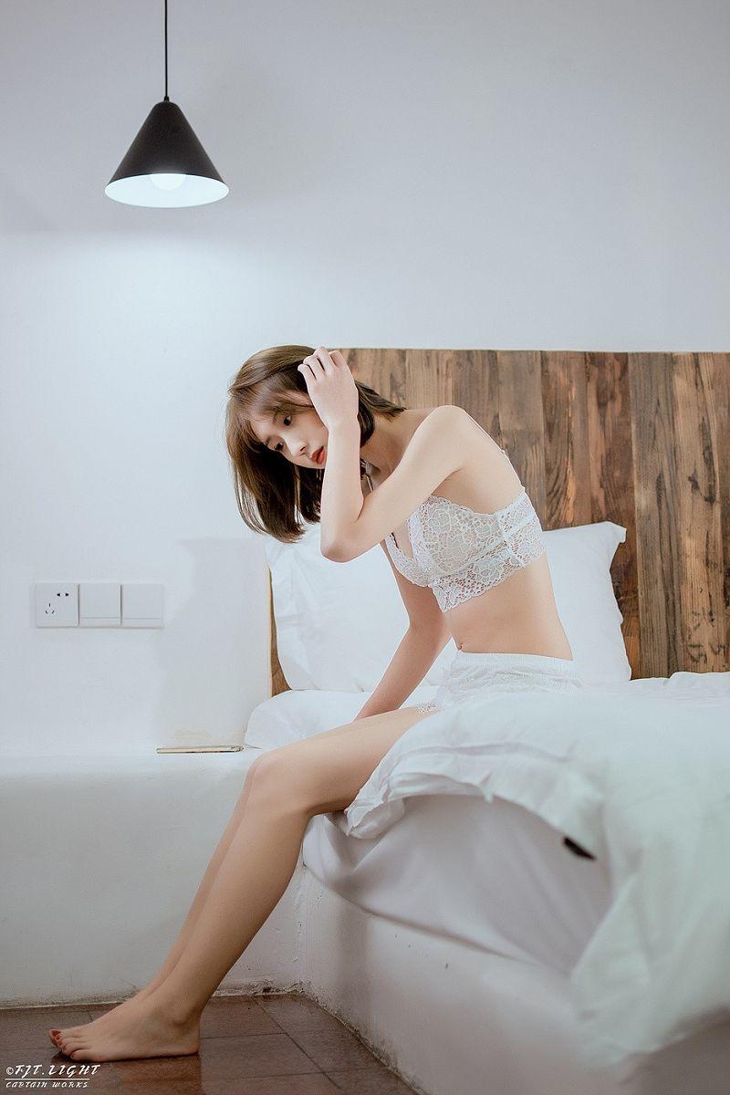 《純白の少女》蕾丝内衣性感私房写真