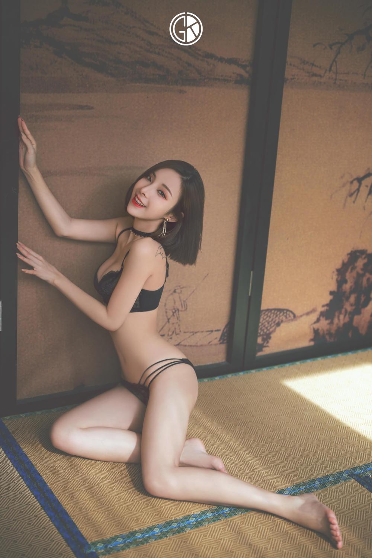黑色内衣婀娜性感美女摄影图片