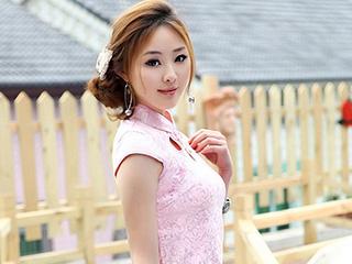粉嫩的旗袍美女公园人像摄影写真[8P]