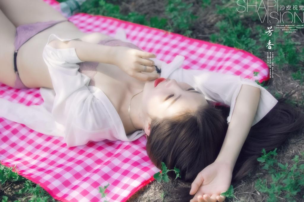 《夏至芳香》肥臀厚唇如此开放的外拍