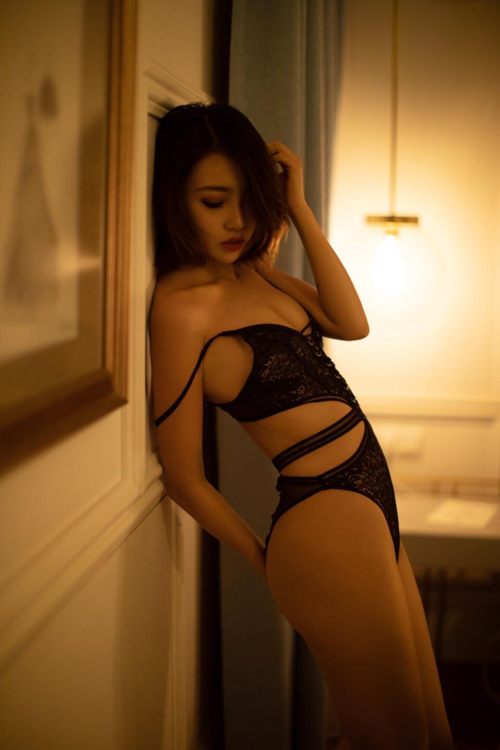 冯木木《孤枕难眠》私房人体艺术摄影写真