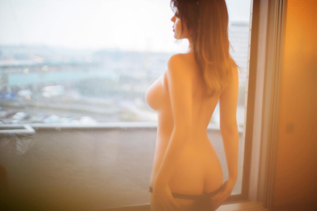 酒店暖色灯光拍摄一组私房照片