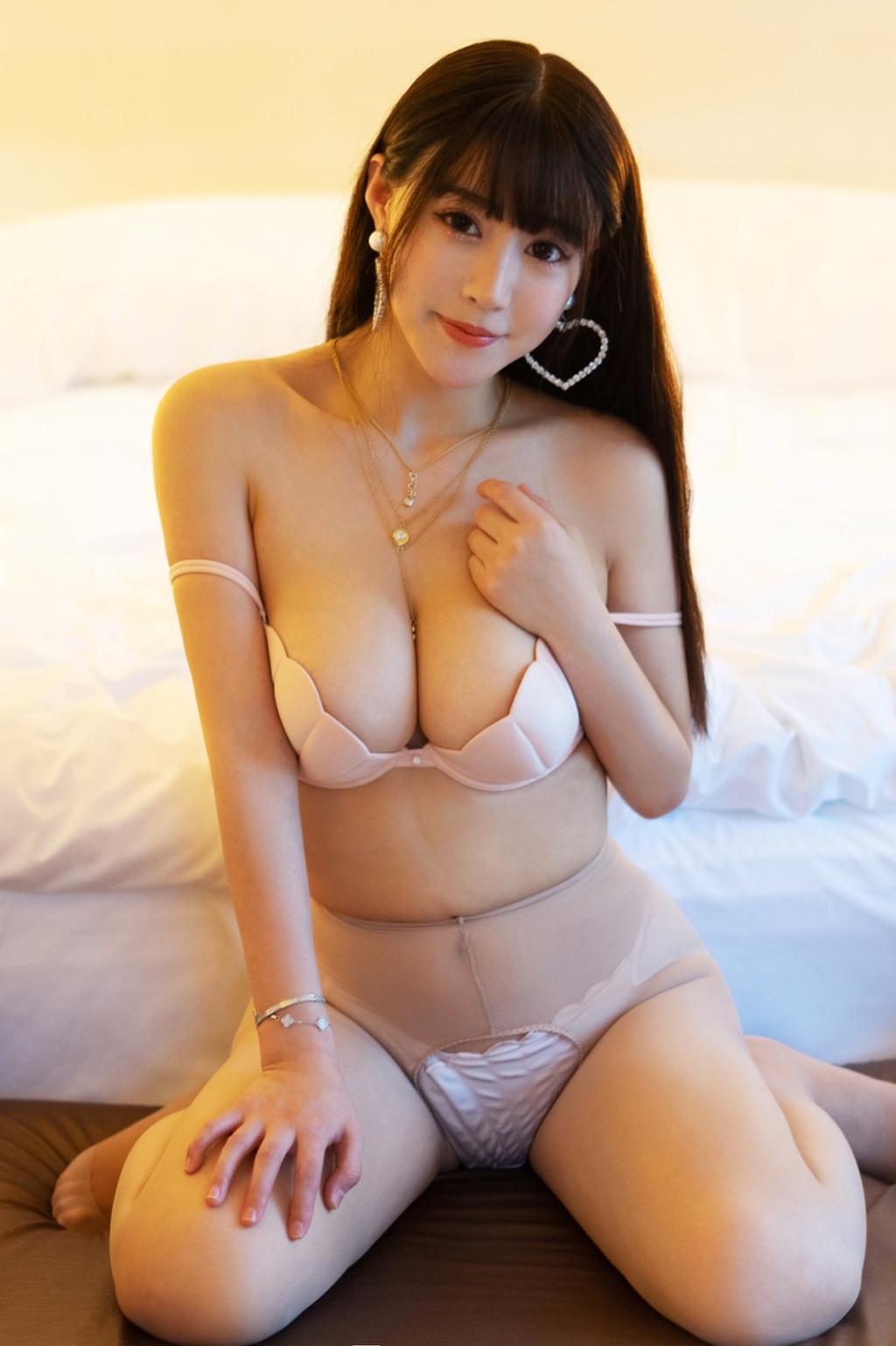 巨乳美女朱可儿酒店私房摄影