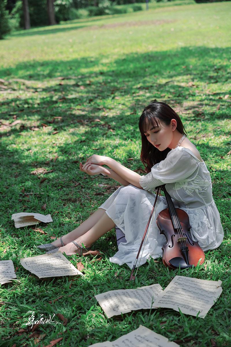 拉小提琴的小仙女人像摄影作品