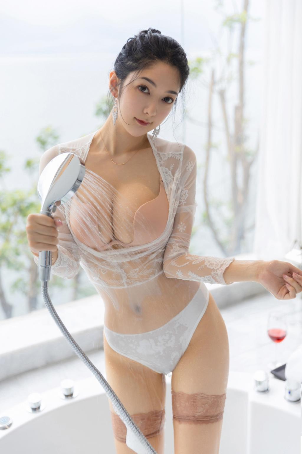 模特小热巴泡泡浴私房美女摄影写真图片