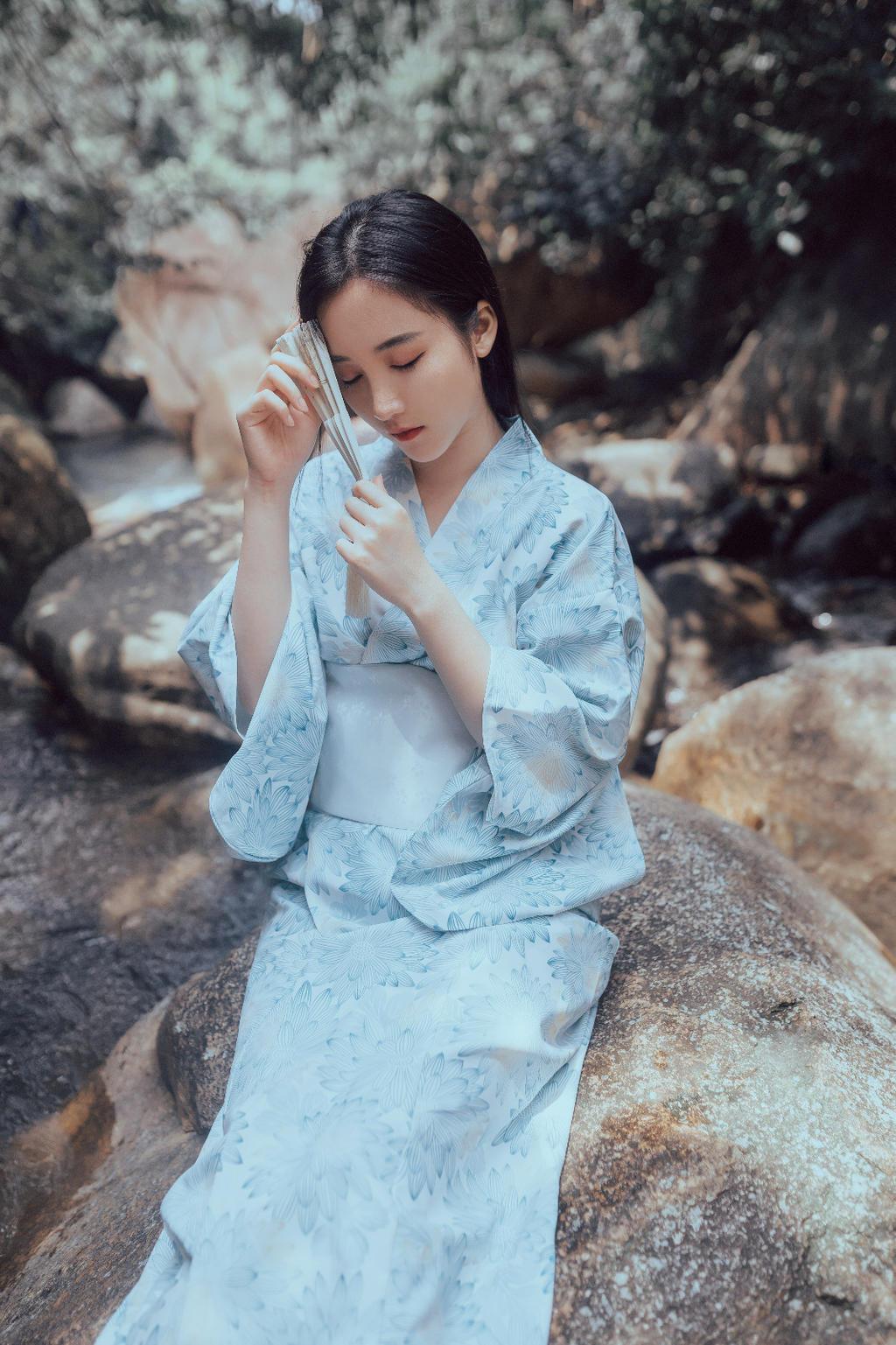 日系《清溪水》和服山水间人像摄影写真