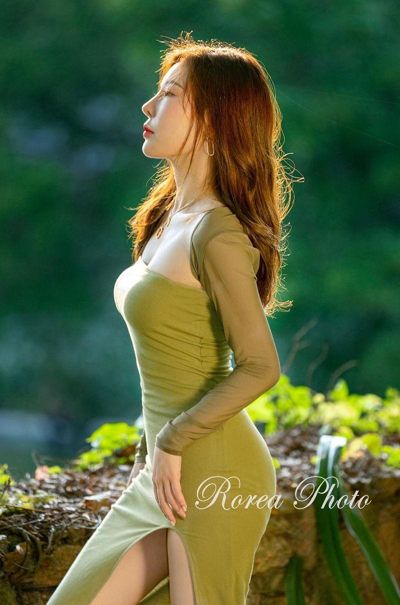 阳光下曼妙身材美女图片欣赏