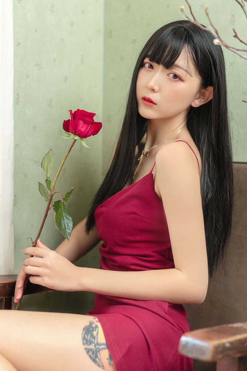Red Rose紅色吊帶性感美女圖片