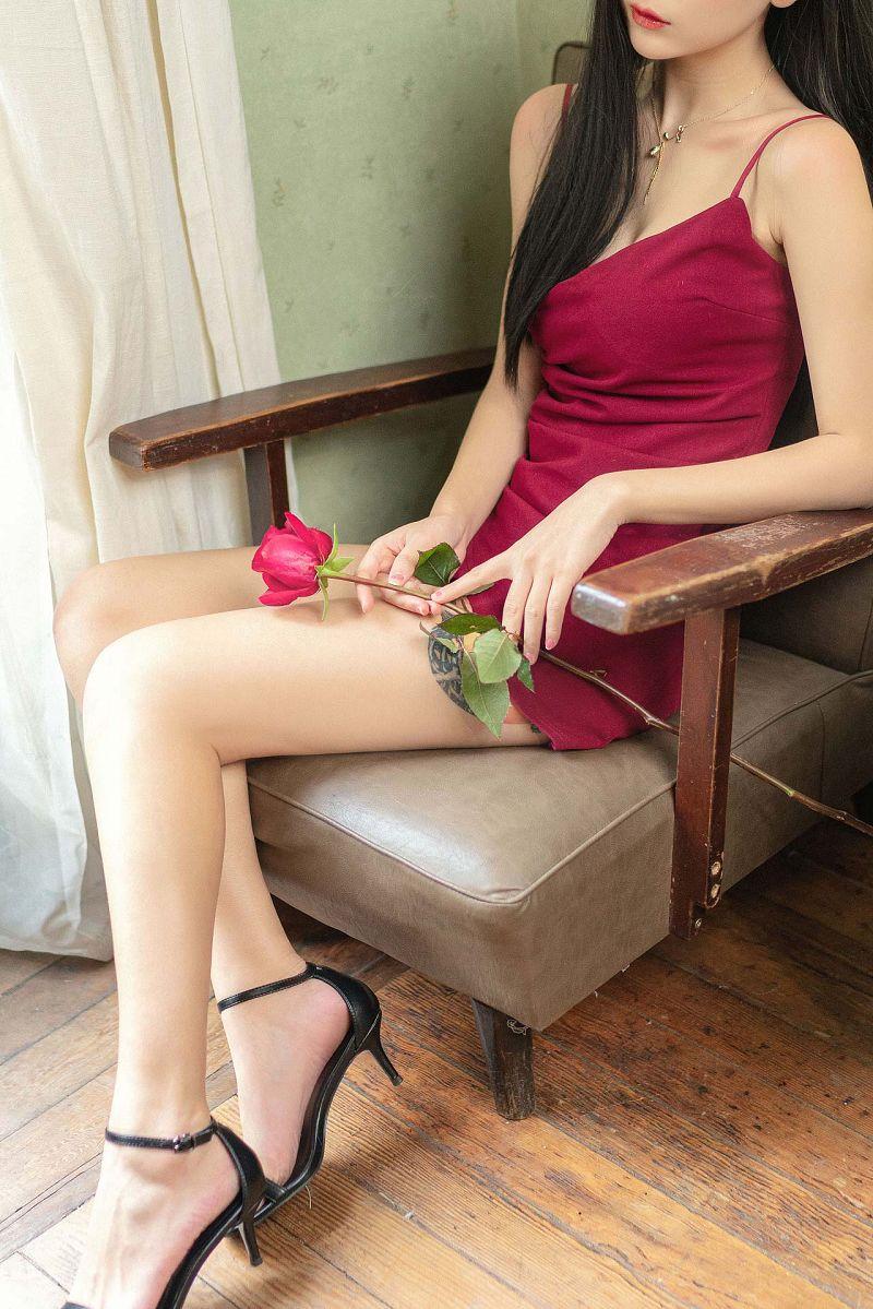 Red Rose红色吊带性感美女图片