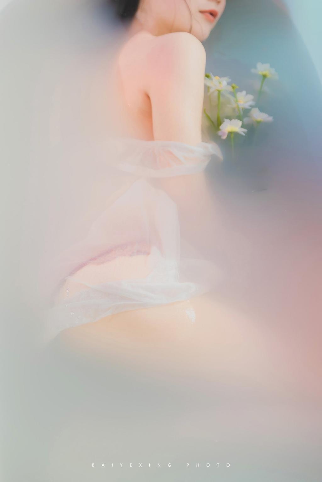 美女图片《水煮浴缸》唯美写真摄影网