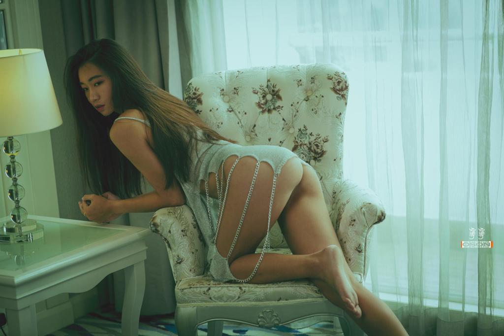 模特寧寧私房人体摄影图片