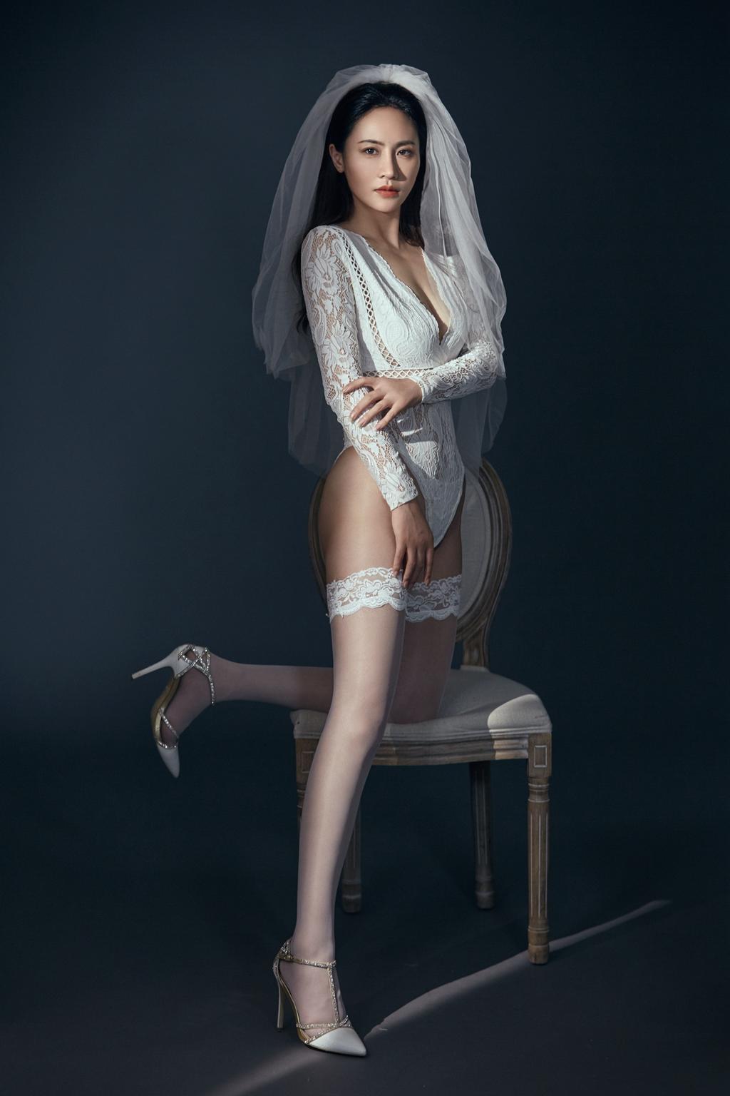 《Sexy Wedding Dress》性感婚纱写真图片
