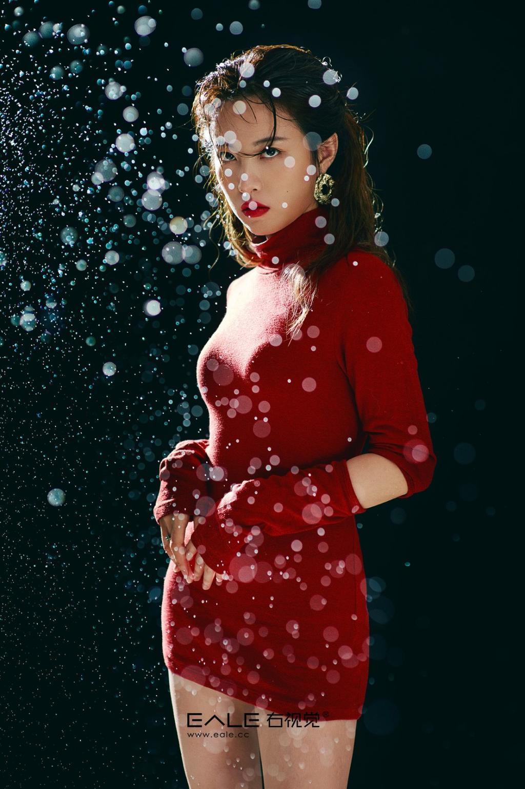 创意人像摄影大片雨中玫瑰无爱无伤