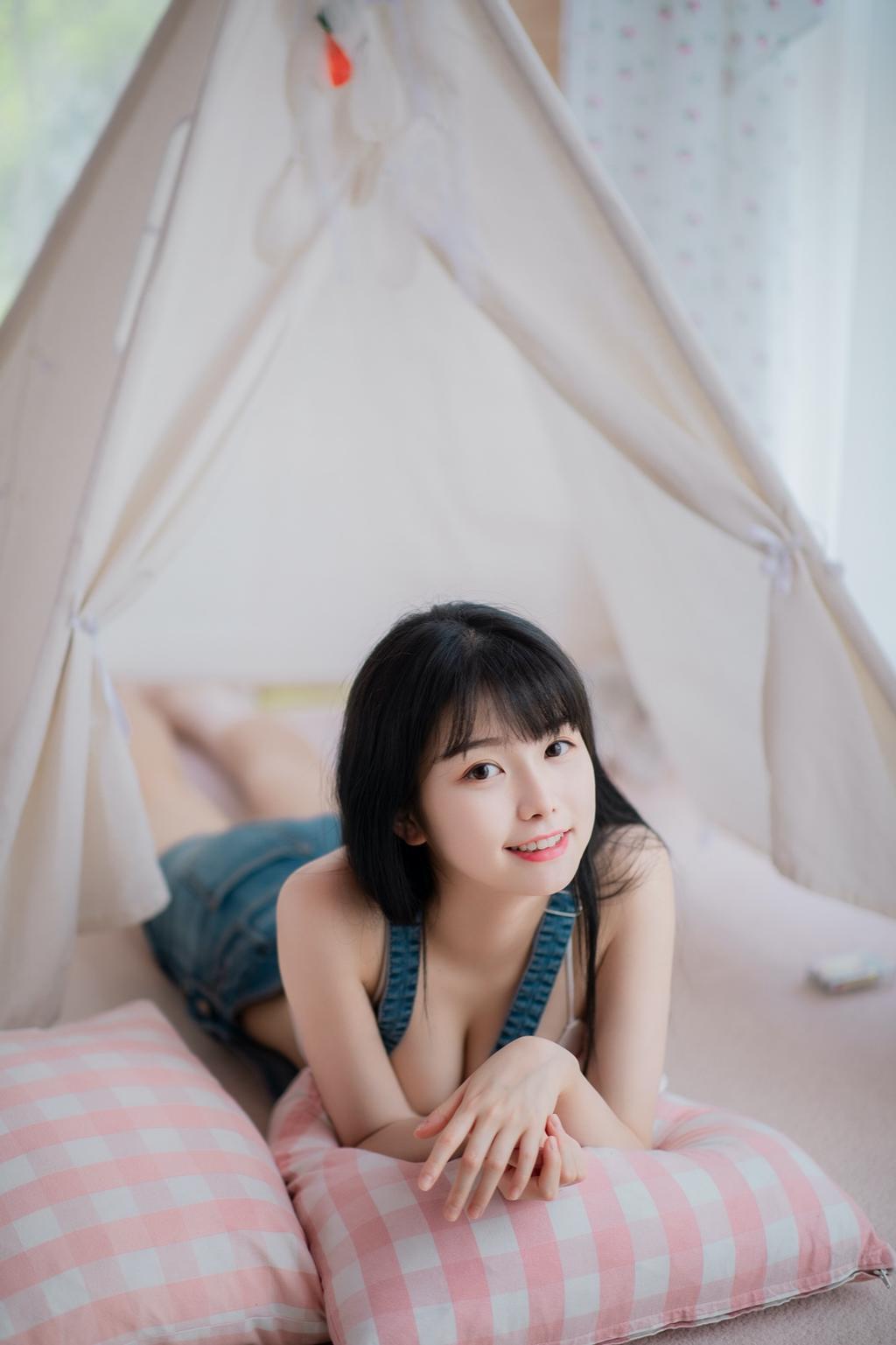 美女图片《有一点点甜》摄影作品欣赏