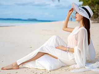 美女图片周妍希马尔代夫海滩和椰子树