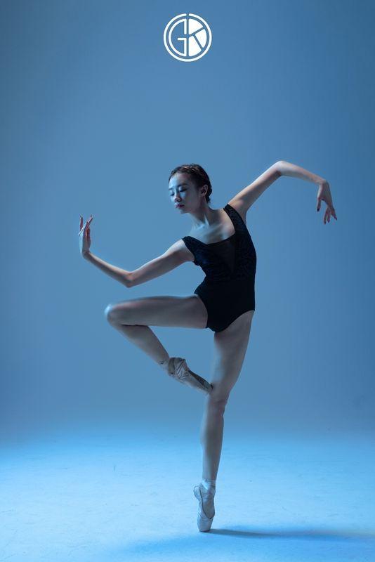 《冰与火之歌》舞蹈舞姿剪影摄影作品