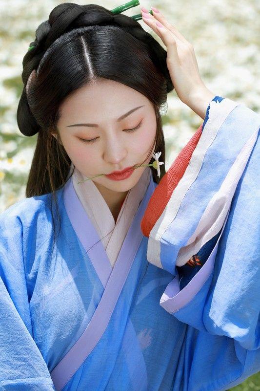 《雏菊》古装汉服人像摄影作品欣赏