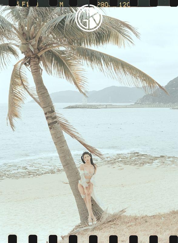《海边绮想》沙滩白色内衣性感写真