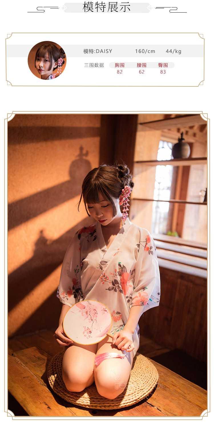 日式性感低领印花和服写真